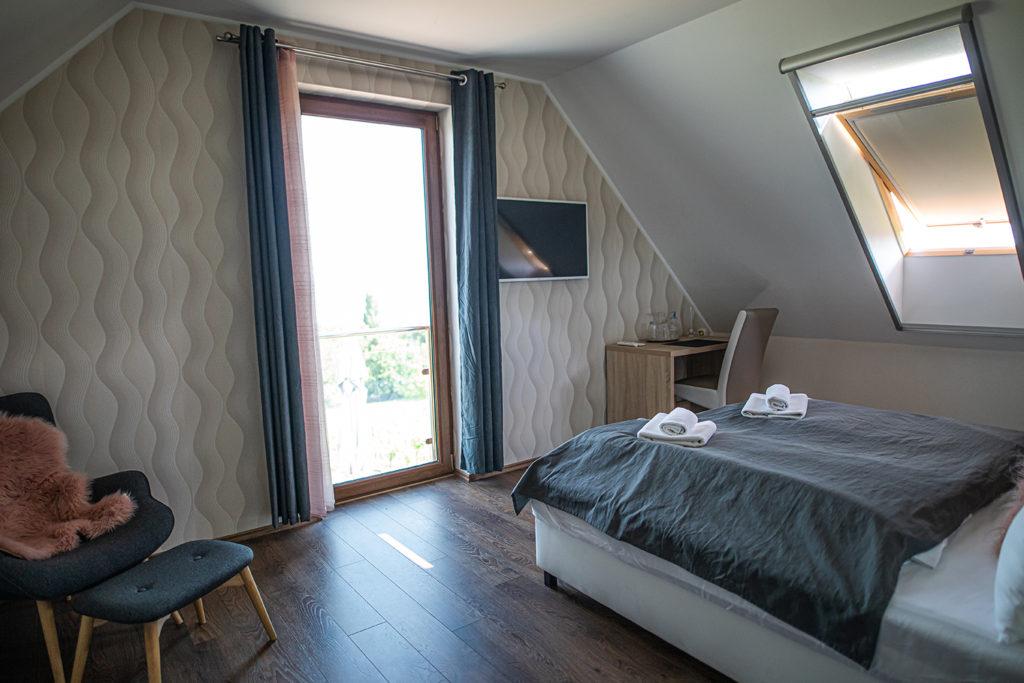 Balaton felé néző erkélyes kétágyas szoba